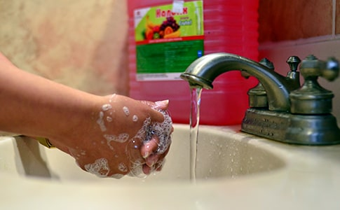 productos químicos de limpieza y desinfección